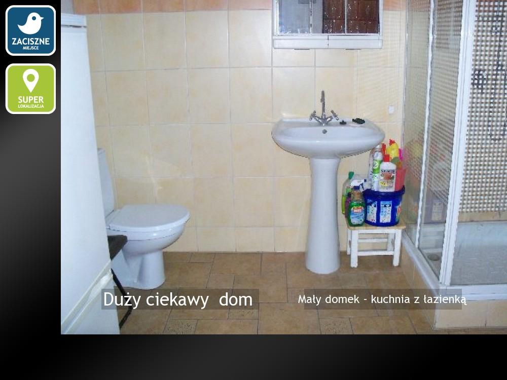 Mały domek - kuchnia z łazienką